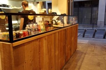 Le Comptoir... où on peut patienter en regardant nos burgers dégouliner d'amour