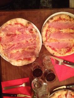 Pizzeria Da Vito (& le Moonshiner juste derrière) vraiment excellente !!!