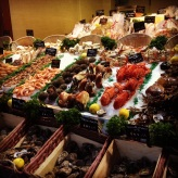 Les étals des marchés de poissons en Normandie