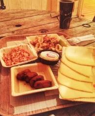 Croquettas, crevettes grises, chipirons, ossau-iraty & St Nectaire ! 5/6€ la portion !