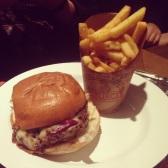 Allez, on craque ENCORE pour l'Après-Ski Burger de FastAndFood dans les Frog Pubs (75006)